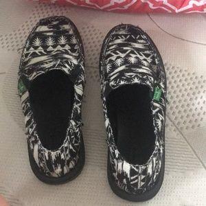 Sanuk Shoes - Tribal print Sanuks